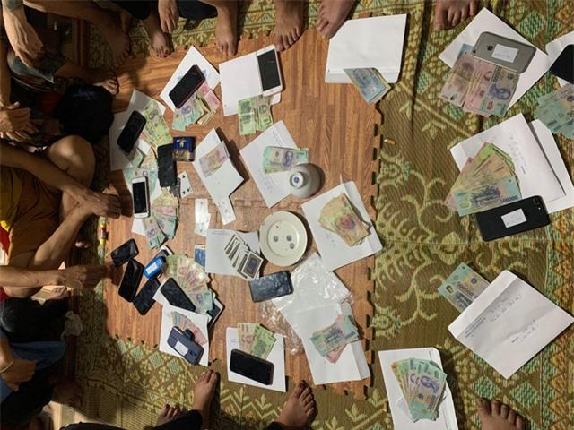 Triệt phá tụ điểm đánh bạc dưới hình thức xóc đĩa - Ảnh 1.