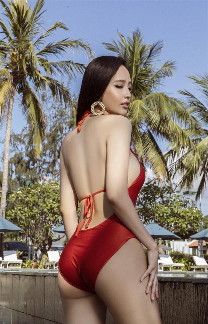 Diện bikini gợi cảm, Mai Phương Thúy xứng danh hoa hậu nóng bỏng nhất - Ảnh 3.