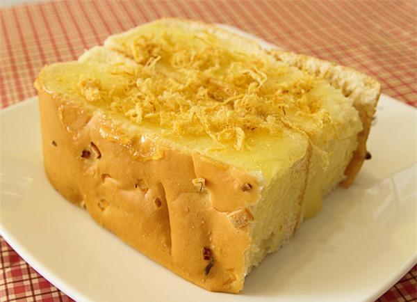 Bánh mỳ và nước giúp trị hóc xương cá