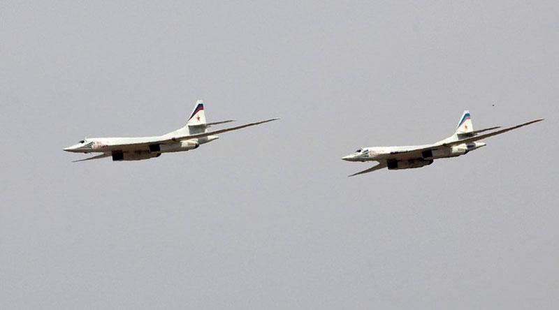 Máy bay ném bom chiến lược Tupolev Tu-160 của Nga.