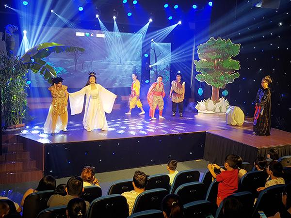 """Show diễn """"Những kẻ cắp mặt trăng"""" tại Nhà hát BNF - Sân khấu Cầu Vồng đang sẵn sàng chào đón các khán giả nhí!"""