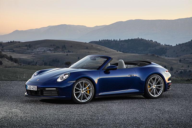 1. Porsche 911 Cabriolet 2020 (giá khởi điểm: 117.500 USD).