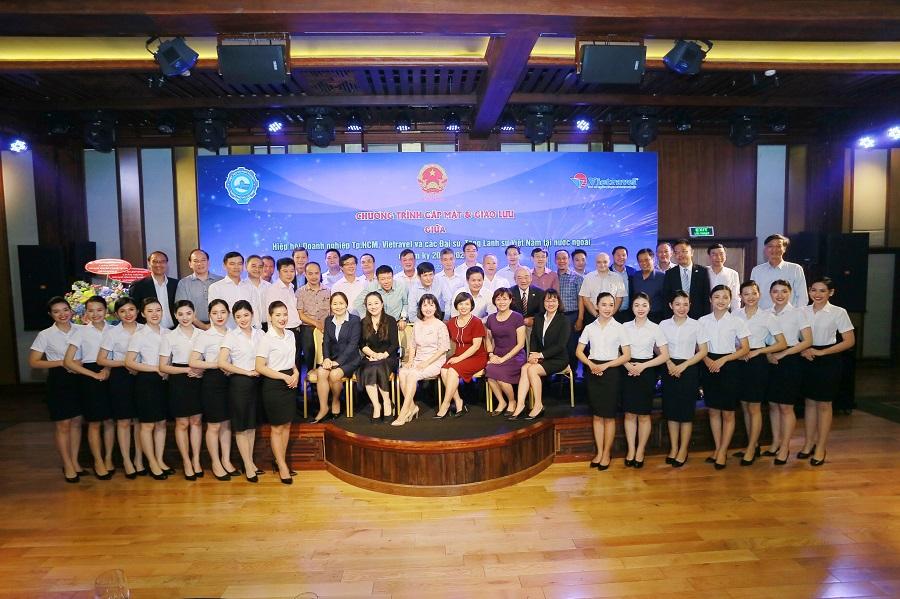 Buổi gặp mặt và giao lưu với các Đại sứ, Tổng Lãnh sự Việt Nam tại nước ngoài, chuẩn bị lên đường làm nhiệm vụ.