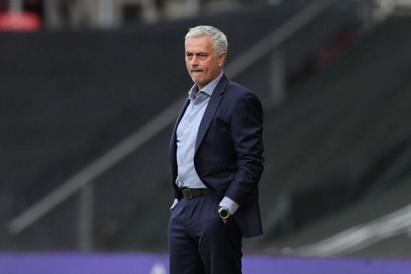Cử chỉ ấm áp của Mourinho khiến dân mạng hết lời cảm phục