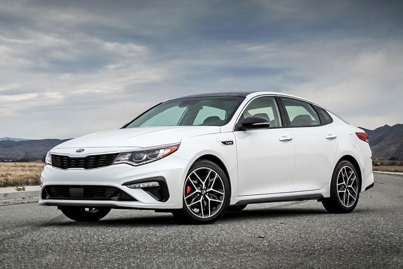 4. Kia Optima 2020 (đánh giá độ tin cậy: 4,5/5, giá khởi điểm: 23.390 USD).