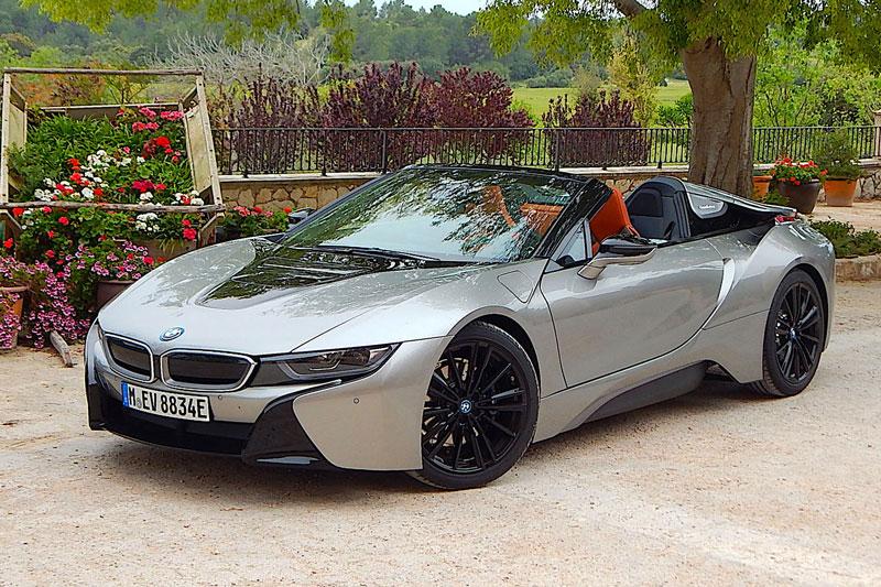 6. BMW i8 Roadster 2020 (giá khởi điểm: 163.300 USD).