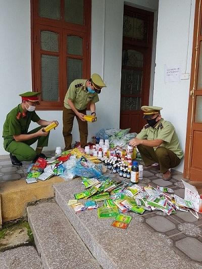 Lào Cai: Thu giữ 109 kg dạng bột và 20,84 lít dạng lỏng thuốc bảo vệ thực vật không rõ nguồn gốc