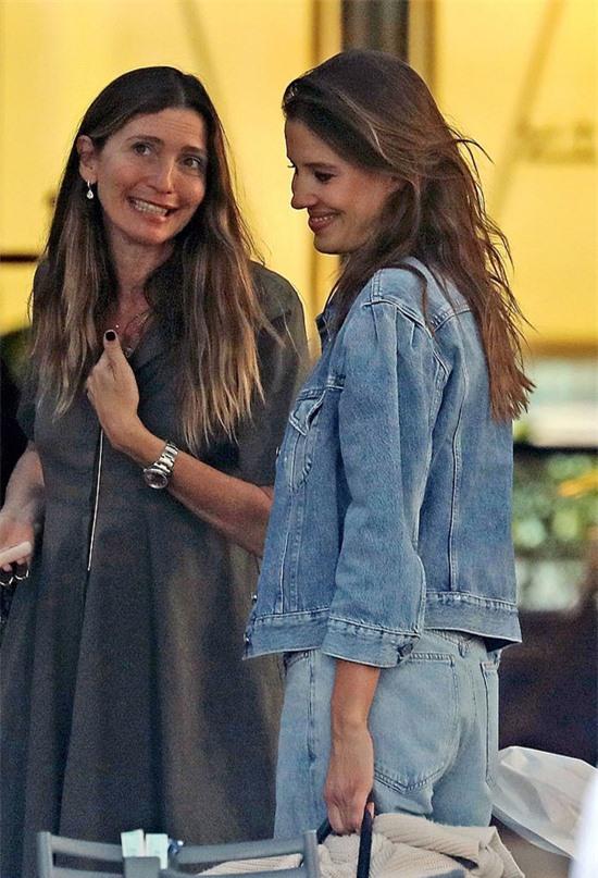 Cuối tuần trước, Nicole tới Milan (Italy) chụp hình quảng cáo sau thời gian dài nghỉ tránh dịch.