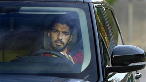 Suarez buồn rười rượi khi phải rời Barca