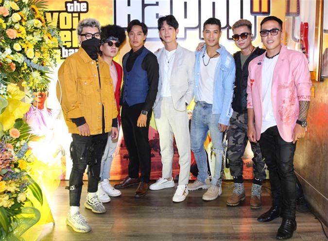 Diễn viên Song Luân (thứ tư từ trái qua) góp mặt trong dàn nghệ sĩ dự sự kiện chiều 23/9.