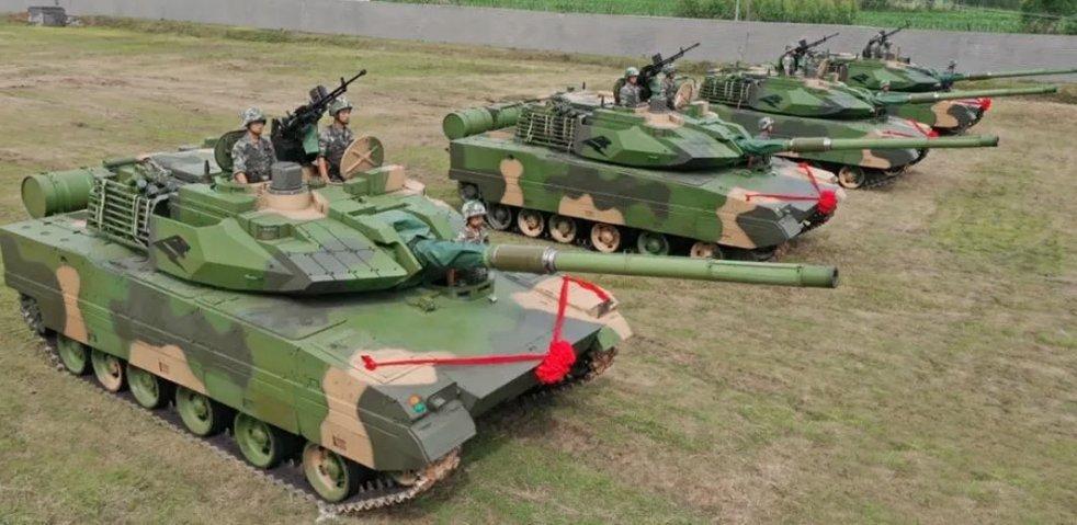 Các xe tăng Type 15 vừa được Tập đoàn quân 75 của Trung Quốc tiếp nhận. Ảnh: Sina.