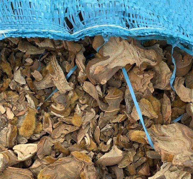 Gần nửa triệu bao thuốc lá, hàng chục tấn dược liệu nhập lậu bị bắt giữ - Ảnh 1.
