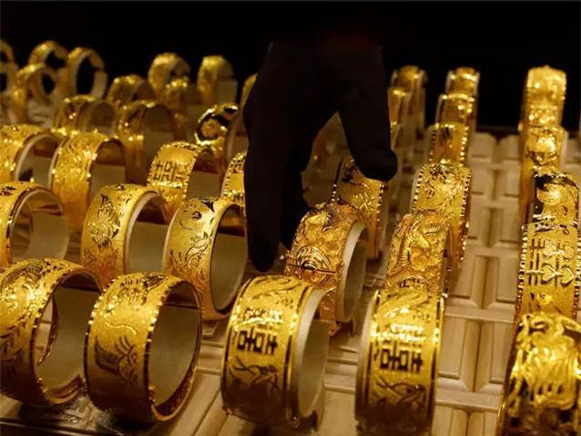 Giá vàng tiếp tục lao dốc, mất mốc 55 triệu đồng/lượng - Ảnh 1.
