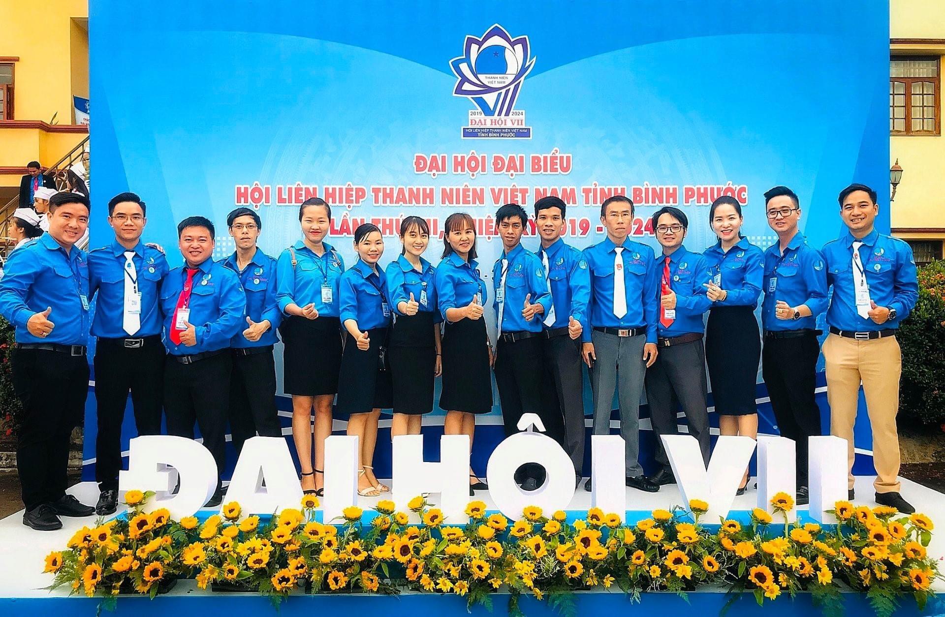 Startup 8x Nguyễn Hoàng Đạt (bên phải, phía ngoài cùng) là một cán bộ Hội tiêu biểu, được chọn cử là đại biểu tham dự Đại hội Hội LHTN Việt Nam tỉnh Bình Phước nhiệm kỳ 2019 - 2024.