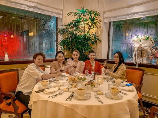 Phương Oanh tiệc tùng cùng Bảo Thanh, Huyền Lizzie dịp sinh nhật - Ảnh 1.