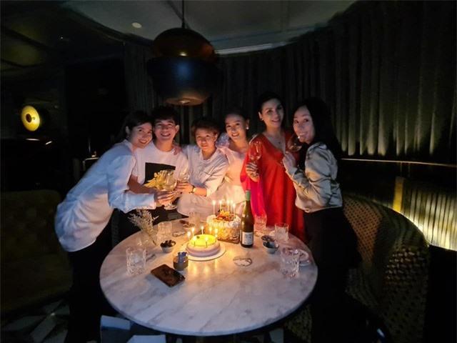 Phương Oanh tiệc tùng cùng Bảo Thanh, Huyền Lizzie dịp sinh nhật - Ảnh 3.