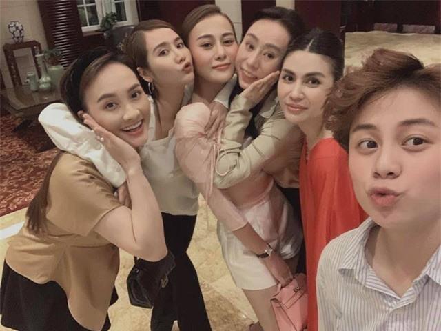 Phương Oanh tiệc tùng cùng Bảo Thanh, Huyền Lizzie dịp sinh nhật - Ảnh 4.