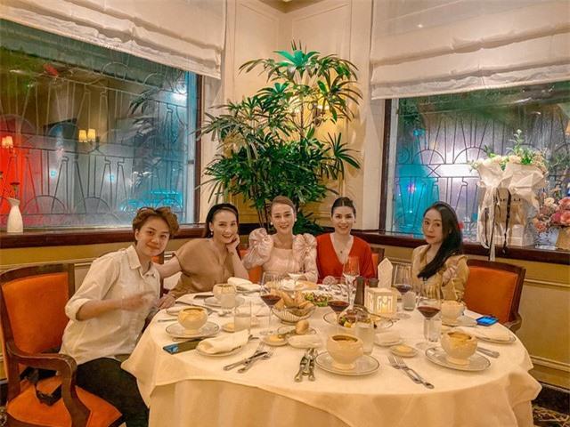 Phương Oanh tiệc tùng cùng Bảo Thanh, Huyền Lizzie dịp sinh nhật - Ảnh 6.