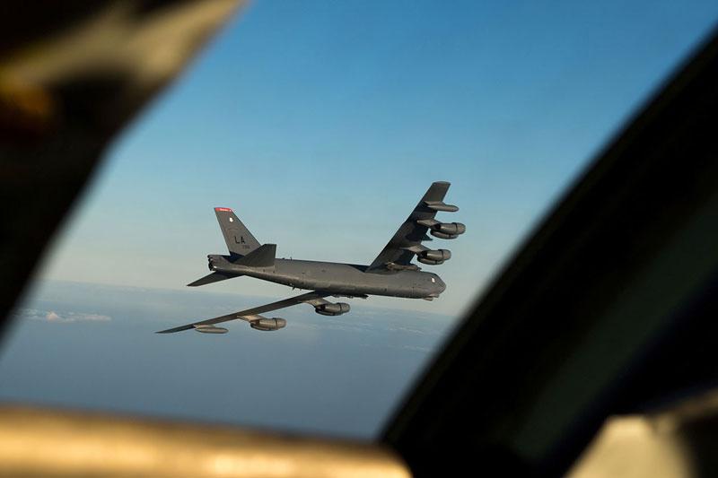 """Tiêm kích Su-27 của Nga đột nhập không phận NATO, """"ẩn mình"""" sau máy bay ném bom Mỹ"""