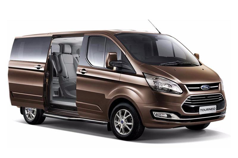 Ford Tourneo giảm giá 60 triệu đồng để cứu vãn doanh số