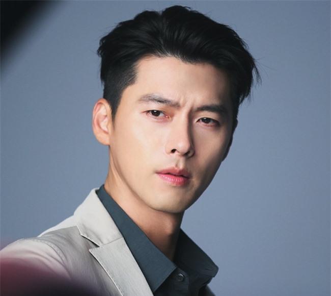 Hyun Bin đẹp trai, quyến rũ tuổi 38.