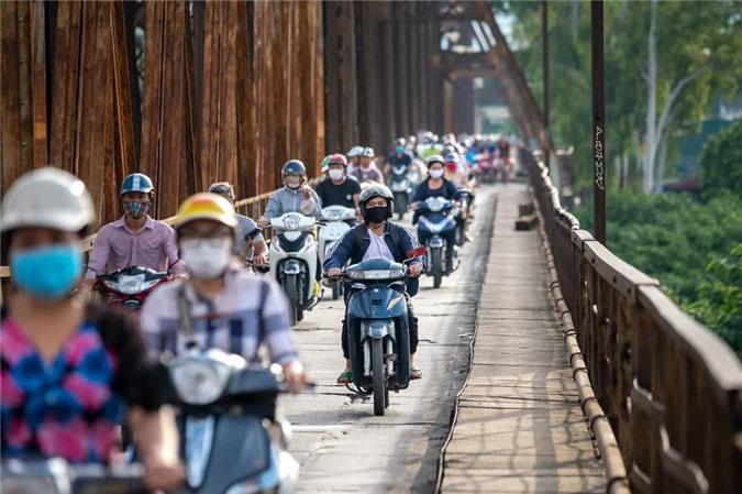 5 năm nữa, Hà Nội sẽ có 11 triệu chiếc xe máy trên đường phố. Ảnh: Bloomberg