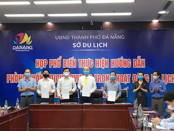 Các doanh nghiệp du lịch Đà Nẵng ký c am kết thực hiện phòng, chống dịch Covid-19 trong hoạt động dịch vụ du lịch