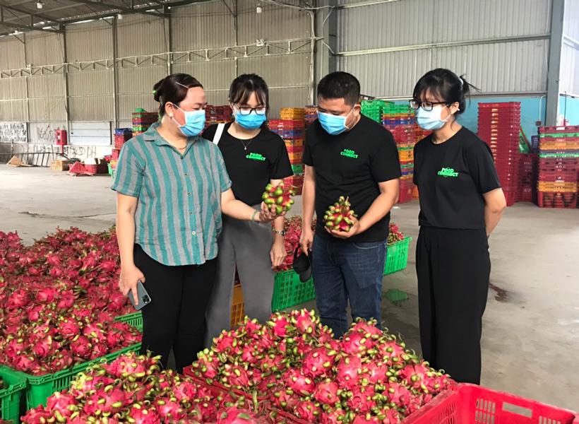 dịch Covid-19 đã khiến nông sản Việt vướng nhiều phen lao đao do còn phụ thuộc lớn vào thị trường xuất khẩu.