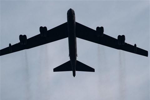 Hai chiec B-52 doa bien Donetsk va Lugansk thanh hoang mac?