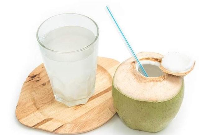 Không uống nước dừa trước khi đi ngủ