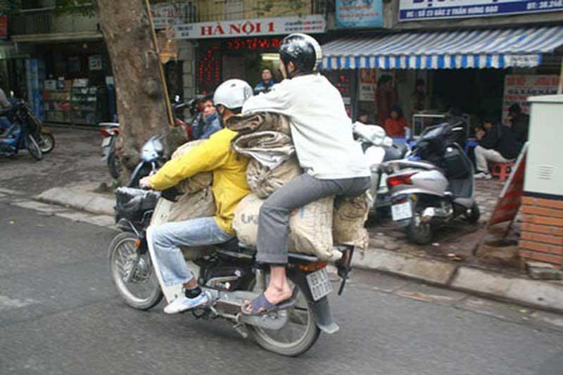 'Cười không nhặt được mồm' với những hình ảnh hài hước trên đường phố Việt Nam