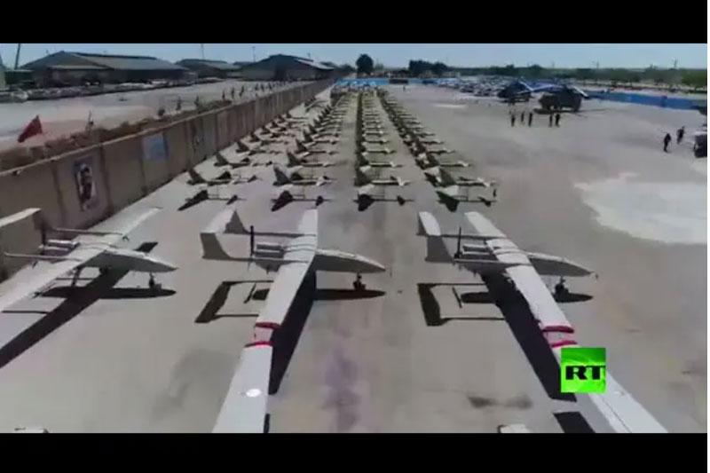 Ảnh chụp màn hình đoạn video của RT cho thấy các máy bay không người lái mới trong kho vũ khí của IRGC.