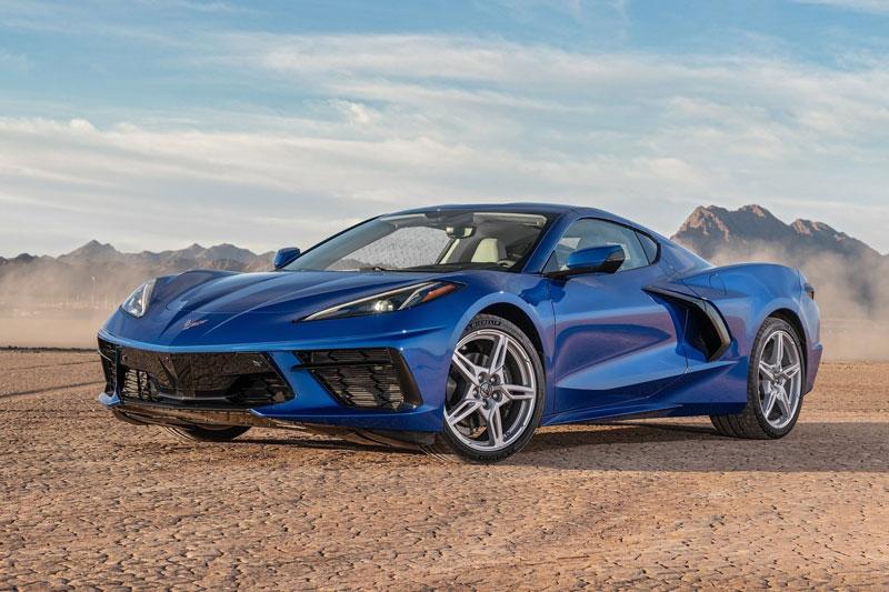 2. Chevrolet Corvette 2020 (giá khởi điểm: 58.900 USD, điểm tổng thể: 8,9/10).