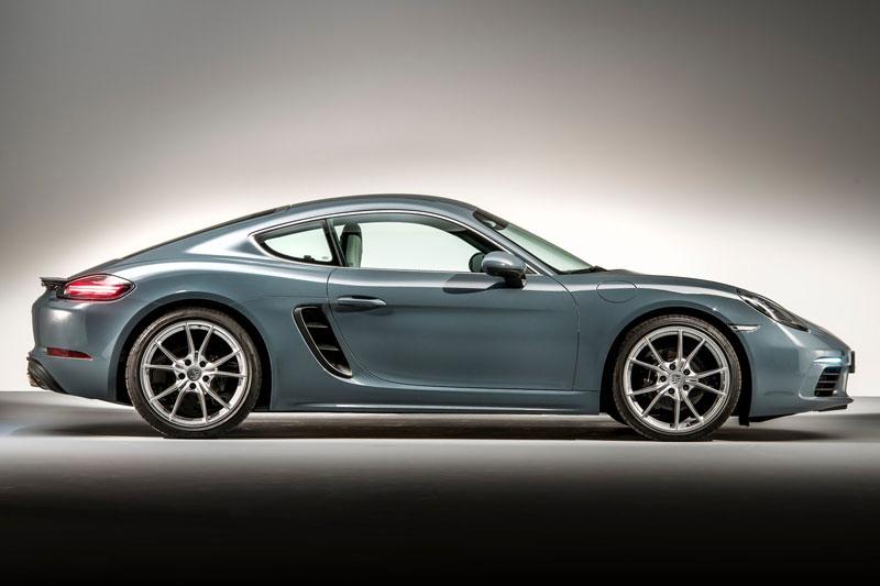 4. Porsche 718 Cayman (giá khởi điểm: 57.500 USD, điểm tổng thể: 8,8/10).