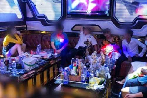"""Xử lý 33 """"dân bay"""" sử dụng ma túy trong quán karaoke ở TP. HCM"""