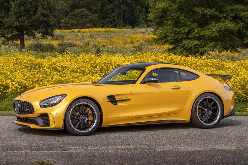 9. Mercedes-AMG GT 2020 (giá khởi điểm: 99.950 USD, điểm tổng thể: 8,3/10).