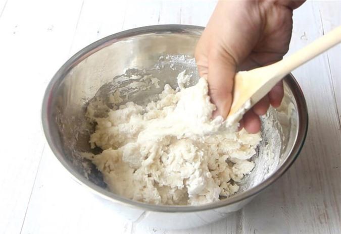 Mách mẹ cách làm bánh bao xốp cuối tuần cho con - Ảnh 1.