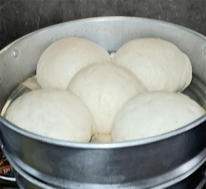 Mách mẹ cách làm bánh bao xốp cuối tuần cho con - Ảnh 2.