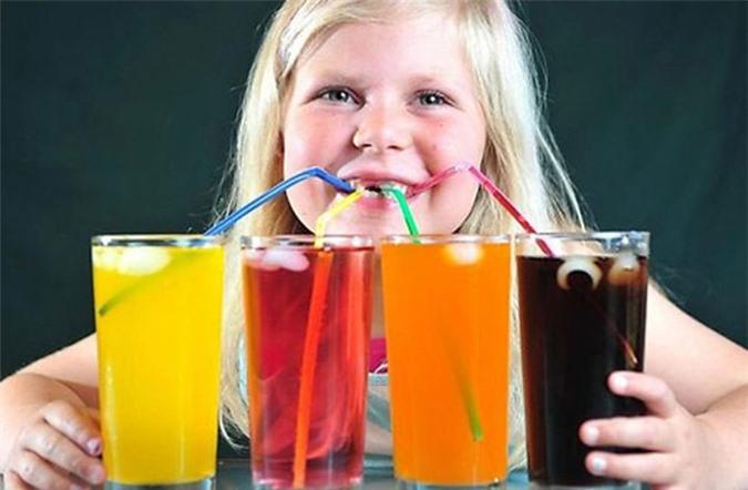 Chàng trai 18 tuổi phải vào viện chạy thận vì mỗi ngày đều uống thứ nước vạn người mê - Ảnh 4.