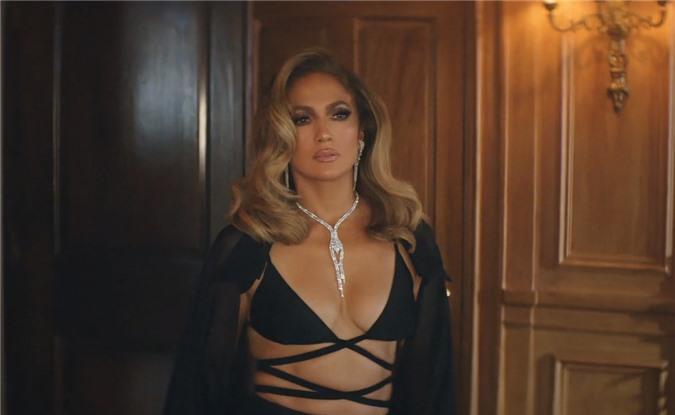 Jennifer Lopez sử dụng trang phục của Công Trí để quay hình MV mới.