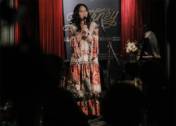 Khánh Linh tại buổi họp báo chiều ngày 25/9 tại Hà Nội.