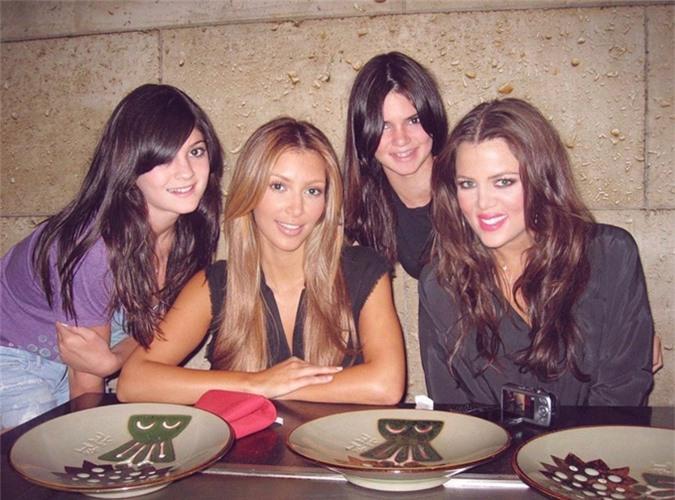 Từ trái qua phải: Kylie Jenner, Kim Kardashian, Kendall Jenner và Khloe Kardashian.