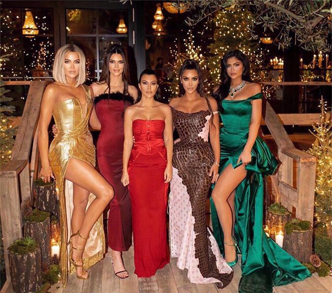 5 chị em nhà Kardashian hiện tại (từ trái qua): Khloe, Kendall, Kourtney, Kim và Kylie.