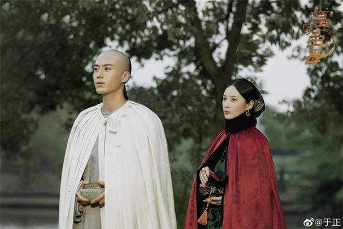 Tưởng Cần Cần đóng cặp với nam diễn viên Mao Tử Tuấn kém cô 11 tuổi.
