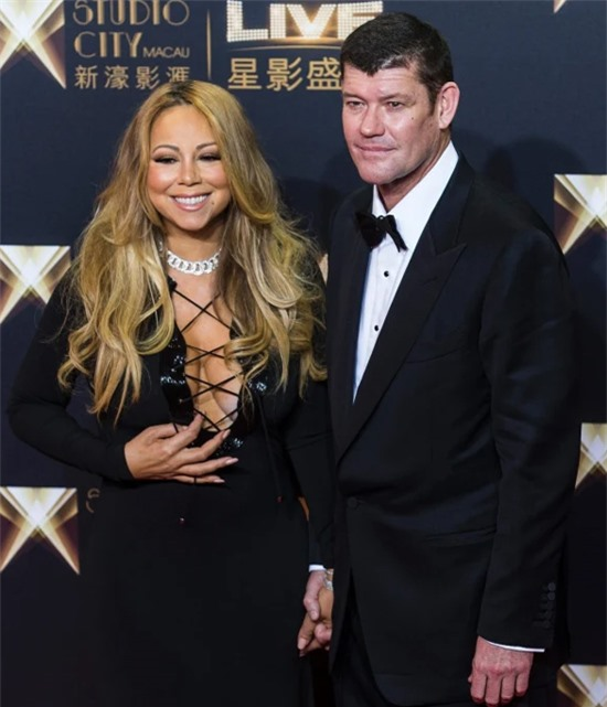 Mariah Carey tham dự buổi khai trương sòng bài ở Macau với James Packer năm 2015.