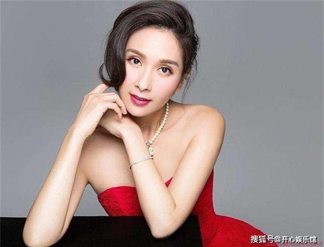 Vụ đánh ghen huyền thoại Cbiz: Hoa hậu châu Á đẹp nhất lịch sử bị chính thất tát tới tấp, thân bại danh liệt và sự thật sáng tỏ sau 5 năm - Ảnh 1.
