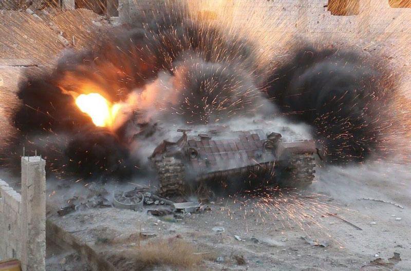"""Quân đội Nga bị phiến quân Syria tấn công, """"báo thép"""" BTR-82A hư hỏng nặng"""