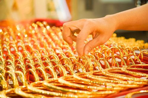 Giá vàng hôm nay (26/9): Trong nước tăng mạnh do đồng USD bắt đầu giảm