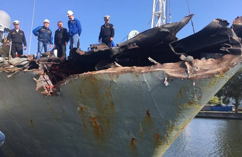 Phần mũi tàu hộ vệ săn ngầm Kazanets bị hư hỏng hoàn toàn. Ảnh: Avia-pro.