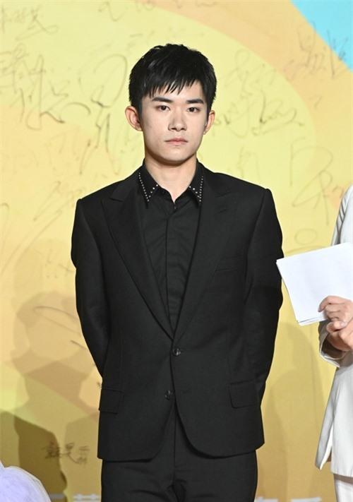 Ca sĩ - diễn viên Dịch Dương Thiên Tỷ.